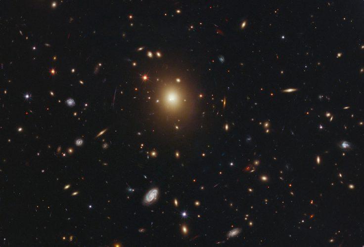 """Hubble odkrywa """"chwiejące się"""" galaktyki"""