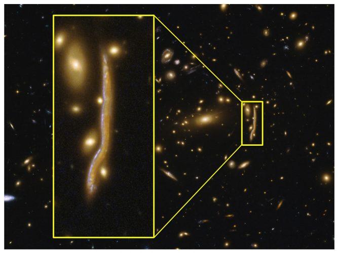 """""""Kosmiczny wąż"""" ujawnia strukturę odległych galaktyk"""