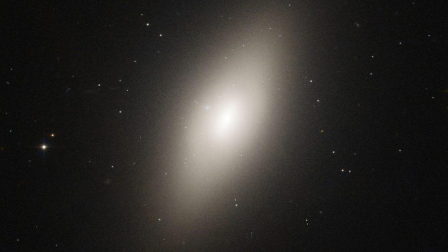 Z wiekiem galaktyki stają się większe i bardziej spuchnięte