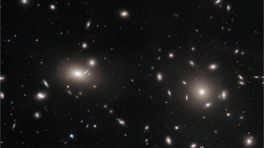 Tysiące gromad kulistych rozproszonych pośród galaktyk w Warkoczu Bereniki