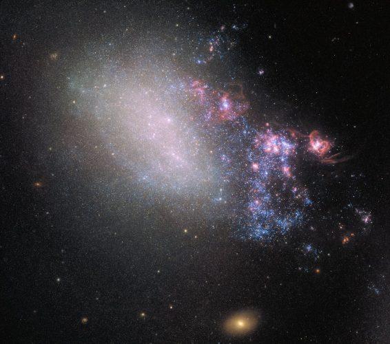 Hubble obserwuje twórcze zniszczenie zderzających się galaktyk