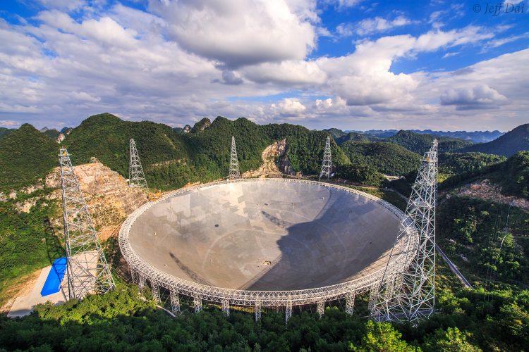 Chińscy astronomowie poszukują kolebek nowych słońc z użyciem FAST