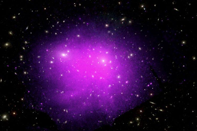 Czy gaz w gromadach galaktyk przepływa jak miód?