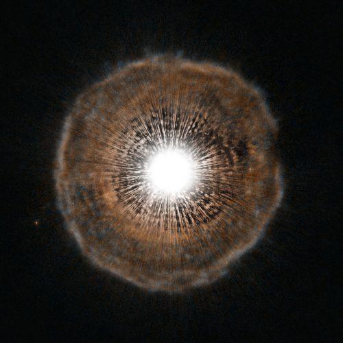Astronomowie obserwują ewolucję starej gwiazdy w czasie rzeczywistym