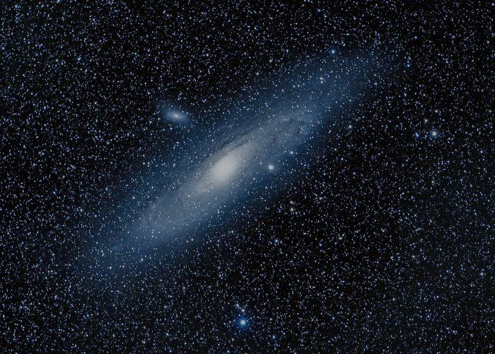 Nowe badania nad olbrzymimi galaktykami radiowymi są sprzeczne z oczekiwaniami