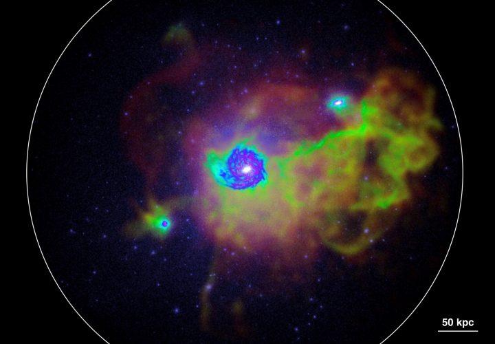 Związek między formowaniem się gwiazd i gazem w pobliskich galaktykach