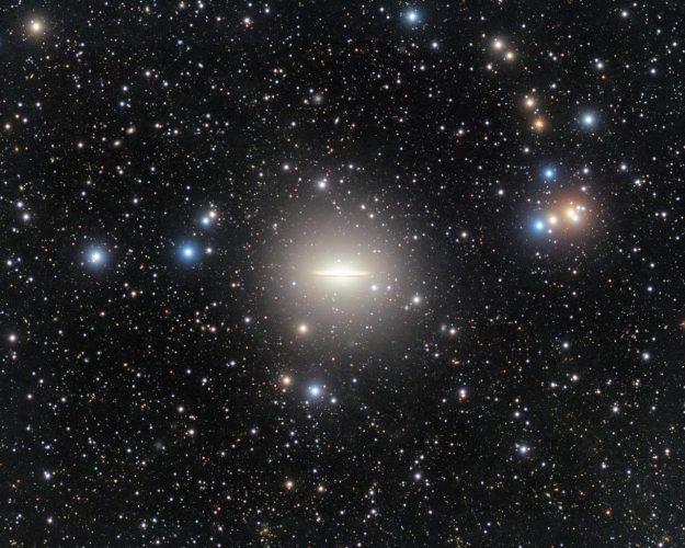 W galaktyce Sombrero zaobserwowano duży strumień pływowy