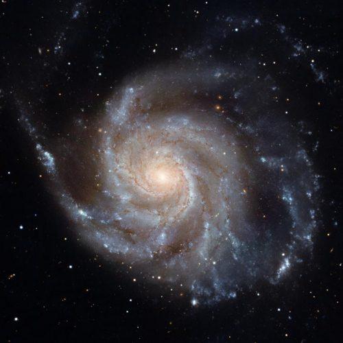Supermasywne czarne dziury hamują procesy gwiazdotwórcze