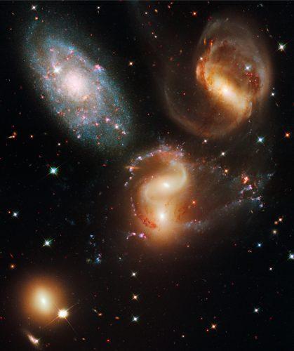 Jak dorastają i dojrzewają chaotyczne młode galaktyki
